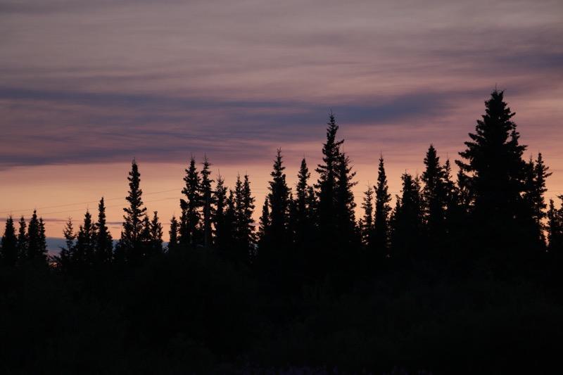 Dosenbier mit den Bewohnern Fort Yukons